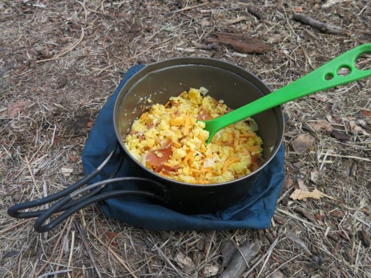 how to dehydrate food for backpacking: Scrambled eggs with ham and cheese