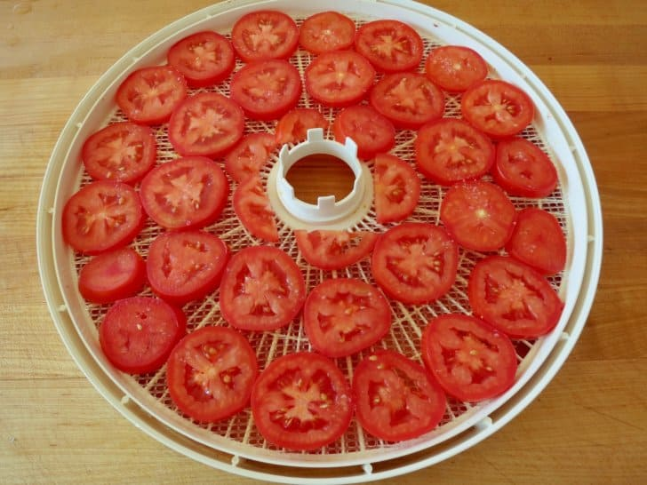 how to dehydrate food for backpacking: Tomatoes on the rack