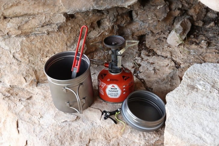 vargo pot 700 review: stove kit displayed on a rock