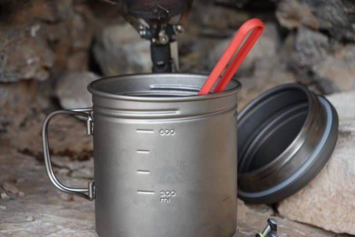 vargo pot 700 review: pot with spoon sticking out