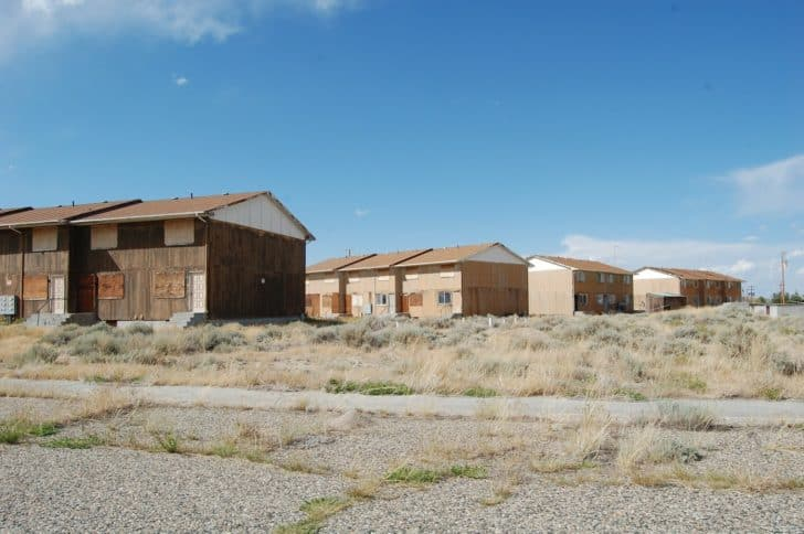 wind river backpacking: Boarded up abandoned housing in Jeffrey City Wyoming